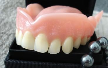 Zahnarztpraxis Dentalfitness Oberkiefertotalprothese